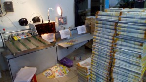 Máy đóng 2 ghim bán tự động một ngày đựoc 30,000 cuốn