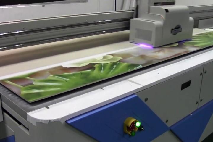 Kỹ thuật in Offset trên nhựa và công nghệ in ấn trên đồ nhựa phổ biến