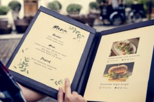 Chất liệu in menu đảm bảo yếu tố thẩm mỹ gây ấn tượng với khách hàng